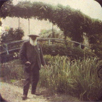 Claude Monet in front of bridge